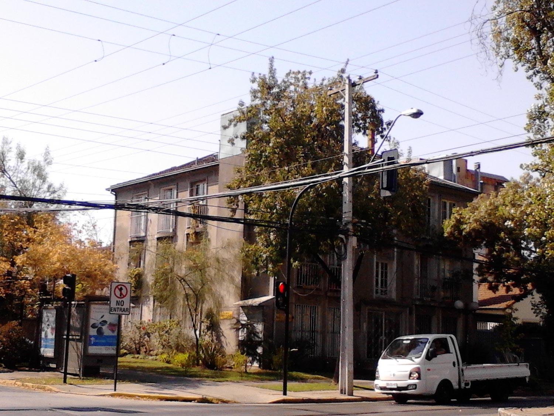edificio-esquina-diego-de-almagro-con-hernando-de-aguirre