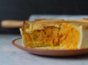Quiche de zapallo, jamón, almendras y parmesano.