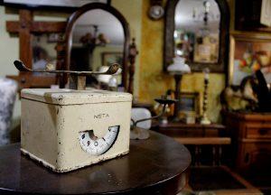 Juana dato: Echeñique muebles