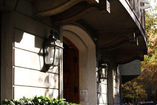 El elegante e irresistible atractivo de calle Huelén y sus alrededores