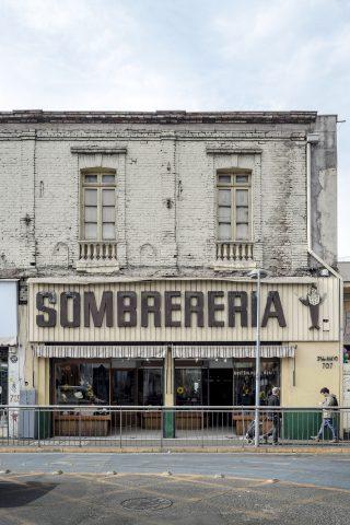 """Sombrerería, """"Donde Golpea El Monito"""" Un Viaje Por El Tiempo Al Santiago De 1920"""